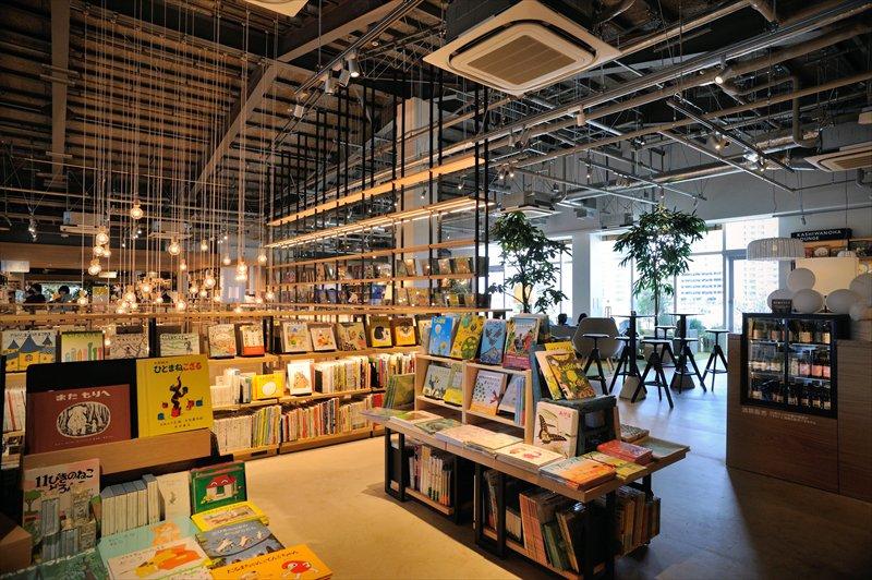 「KASHIWANOHA T-SITE」本館2階