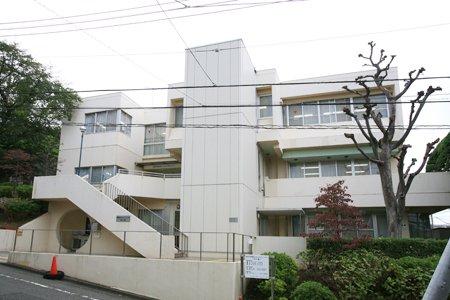 青葉台コミュニティハウス「本の家」